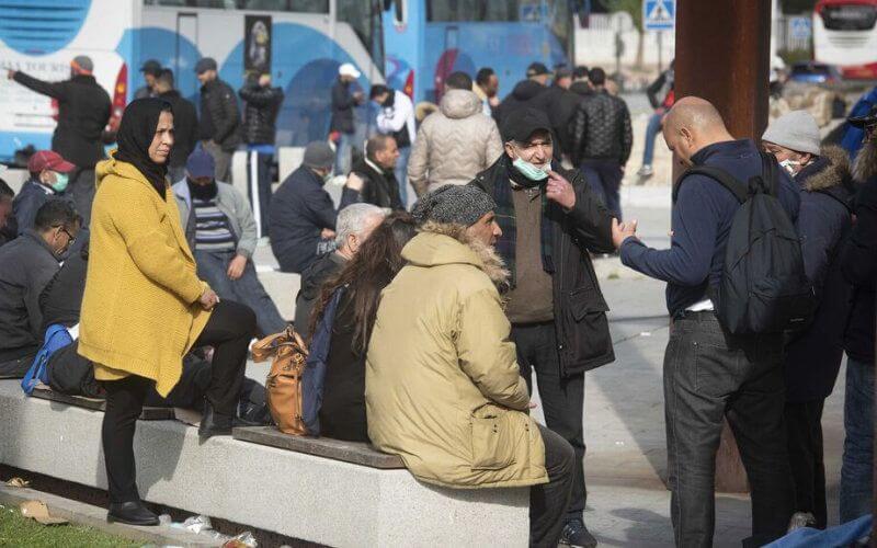 Alors que le Maroc a suspendu ses liaisons aériennes et maritimes, 140 Marocains se retrouvent bloqués à Algesiras, en Espagne après leur arrivée d'Italie, pays plus touché en Europe par le coronavirus.
