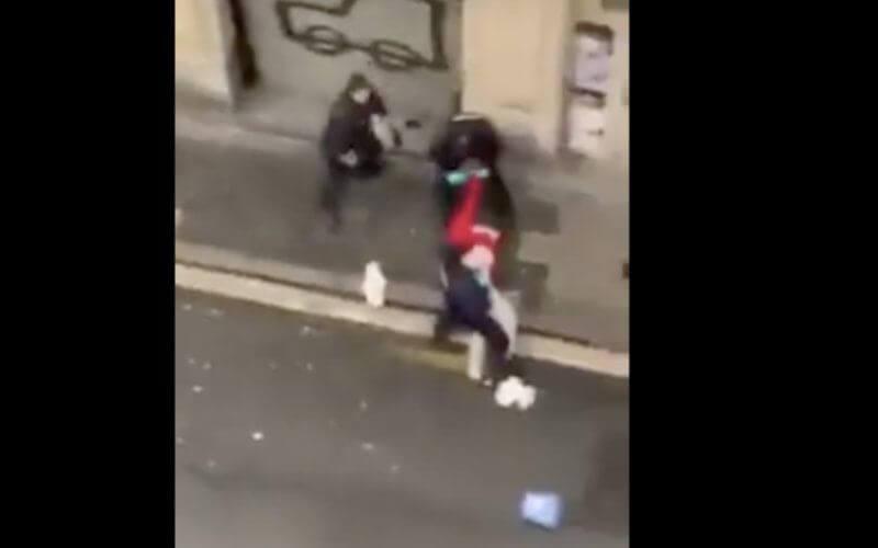 La diffusion de plusieurs vidéos montrant la violence avec laquelle la police municipale de Bilbao, dans le nord de l'Espagne, a arrêté un jeune handicapé et sa mère, a soulevé un tollé dans le pays.