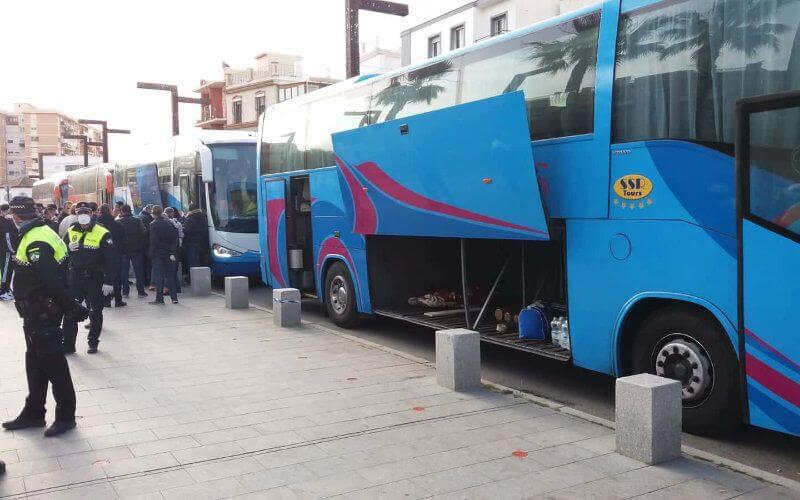 Le Consulat du Maroc à Algesiras a finalement mis un terme à la souffrance des 200 Marocains, bloqués depuis 3 jours dans la ville portuaire, en autorisant leur retour en Italie, grâce aux accords des pays de transit, obtenus à la dernière minute.