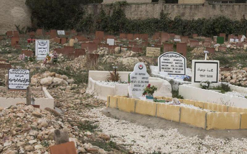 Le nombre important de décès enregistrés dans le rang de la communauté musulmane dans la région catalane, a entraîné une réduction des sépultures disponibles dans les cimetières.