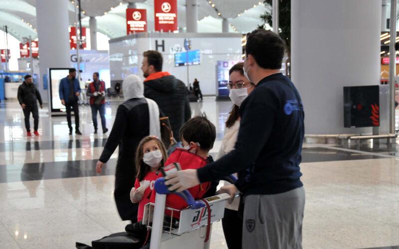 Les Marocainsbloqués à l'aéroport d'Istanbul peuvent compter sur l'ambassade du Maroc à Ankara. Ils ont été pris en charge dans des hôtels, en attendant que la situation ne se stabilise.