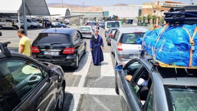 Photo of Le retour des Marocains résidant à l'étranger vers leur pays d'origine cet été, n'est toujours pas à l'ordre du jour, selon des médias espagnols,qui considèrent que les mesures sanitaires particulières, adoptées dans chacun des pays concernés, ne facilitent pas la concertation sur le sujet.