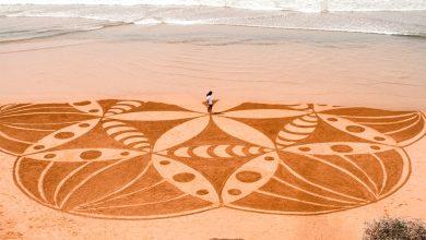 Photo de Abderrahmane Bouihlougat, transformer le sable des plages en toile pour des tableaux